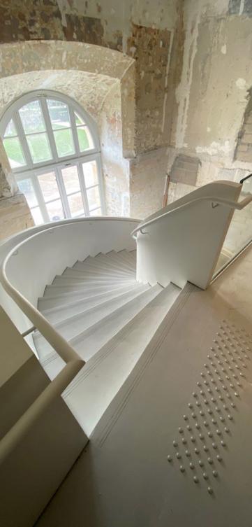 Escalier REM musée des art décoratifs Paris 2020