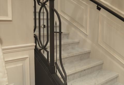 Pilastre de départ d'un escalier