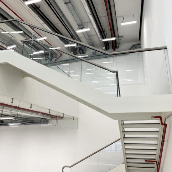immeuble canopy quartier défense escalier moderne
