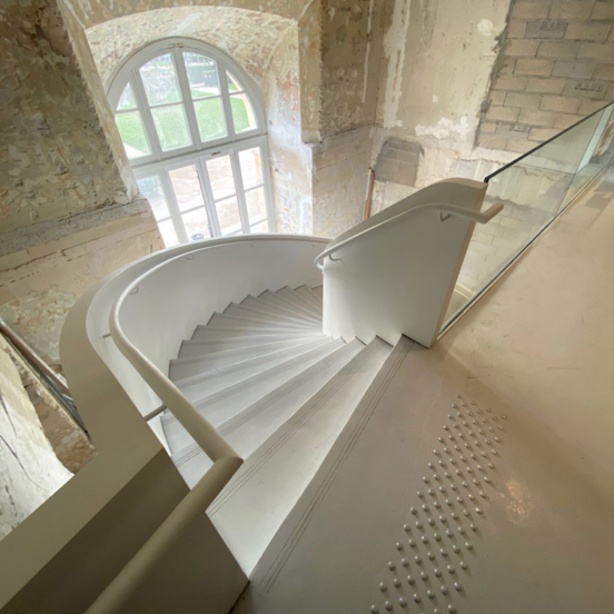 escalier balancé main courante acier garde corps verre