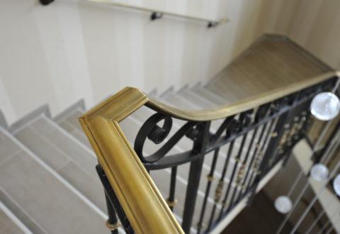 Main courante moulurée style haussmanien escalier
