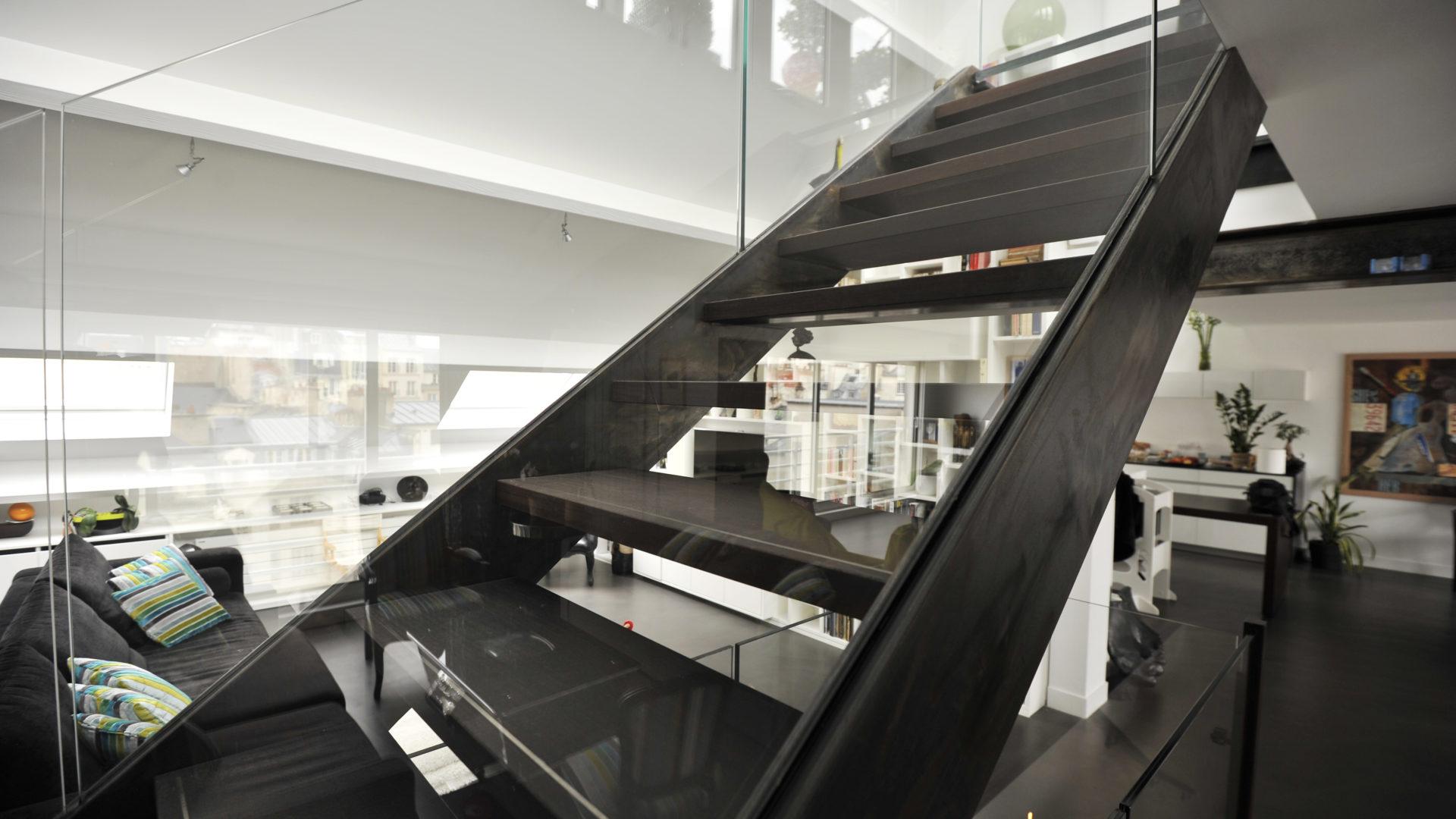 Photo escalier droit acier et verre Triplex parisien