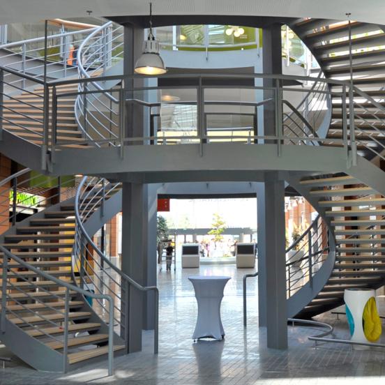 Deux révolutions escalier sur mesure en métal et bois