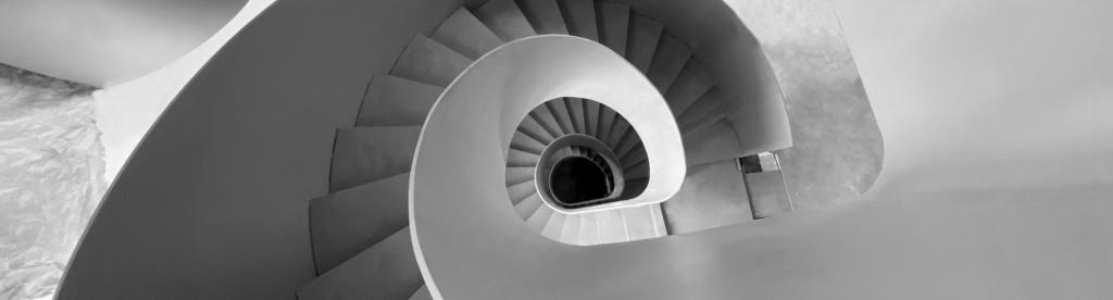 Projet réalisé dans le courant de l'année 2020 : escalier en spirale vu du dessus, sur 5 niveaux.