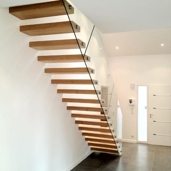 escalier autoportant marches bois garde corps verre