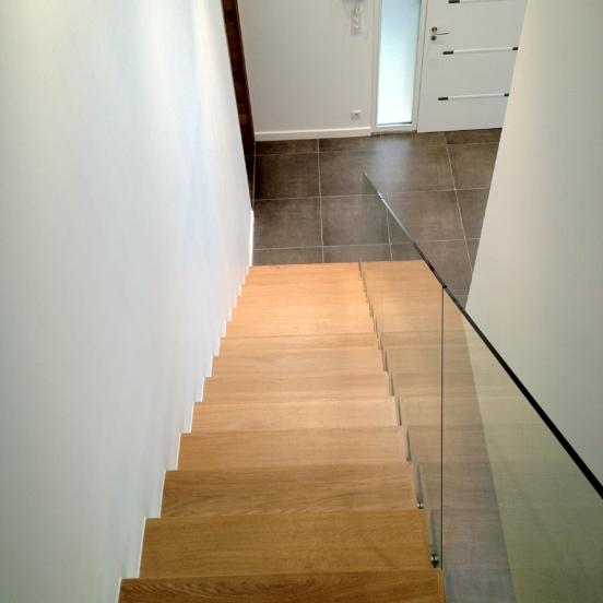 escalier vu dessus garde corps verre marches bois