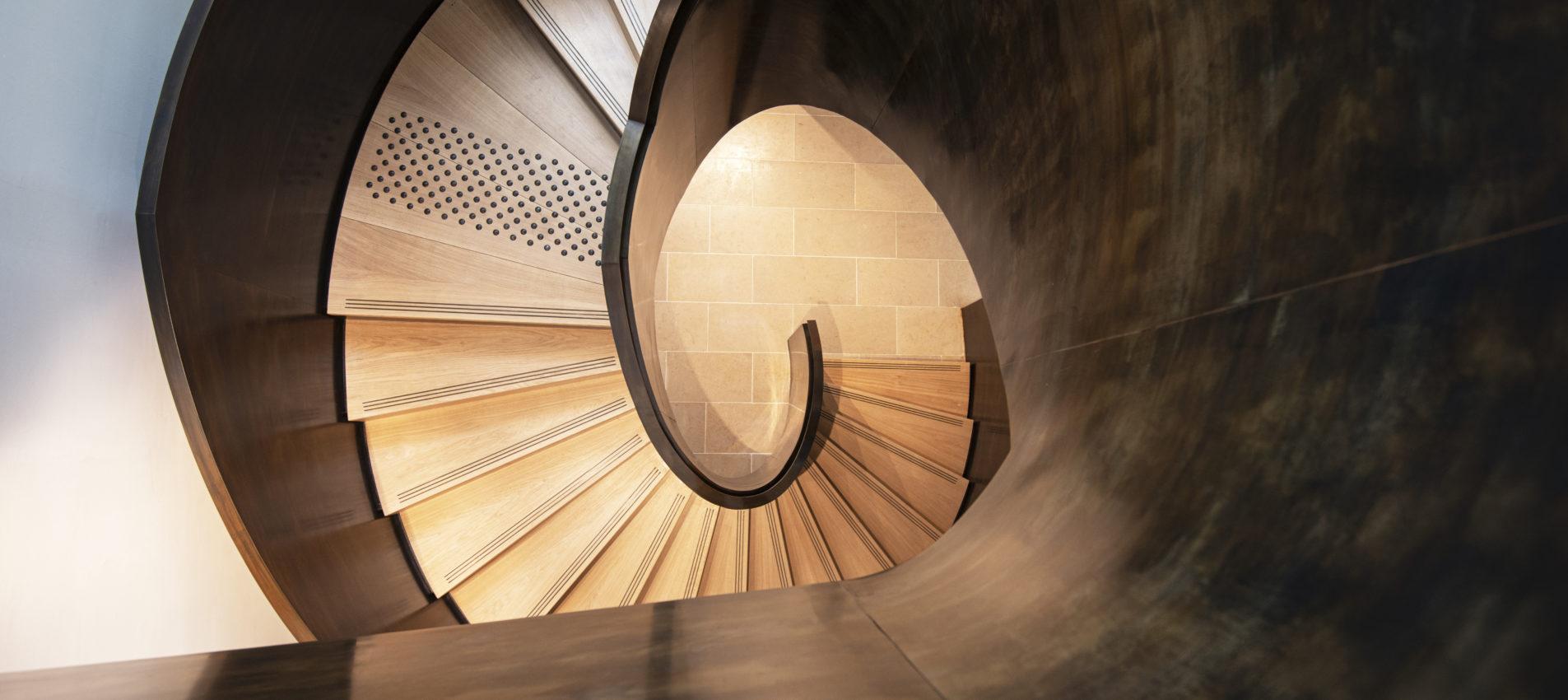 escalier patiné à l'ancienne musée Cluny