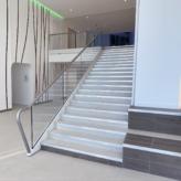 escalier droit immeuble canopy