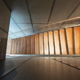 escalier laiton acier et bois habillage tole perforée