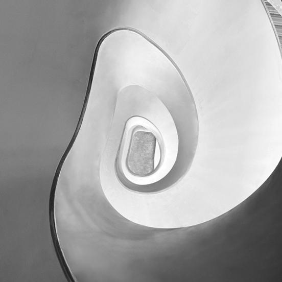 escalier vu dessous oeuvre art